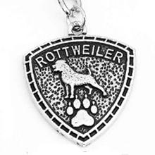 Rottweiler mintás pajzs kulcstartó