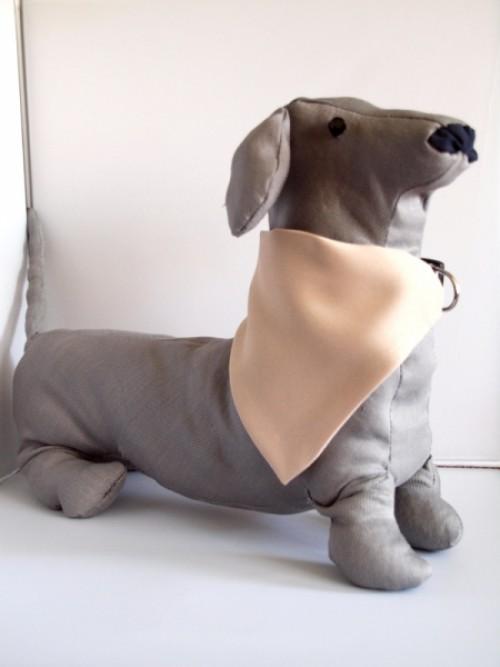 kutya kendő felirattal bézs
