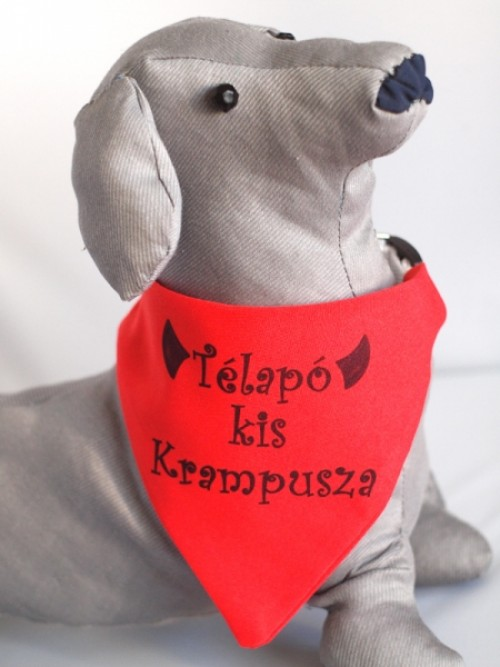 Piros kutya kendő egyedi grafikával