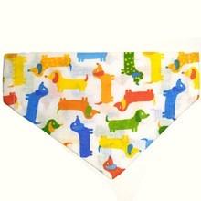 Színes tacsi mintás kutyakendő